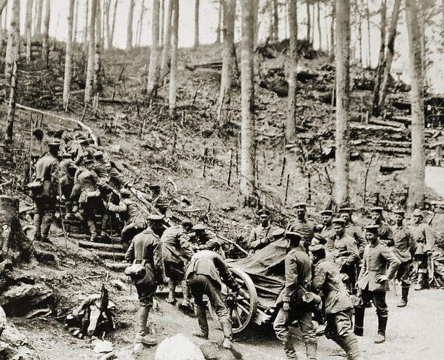 Ein Minenwerfer wird von den deutschen...tos aus dem Ersten Weltkrieg gemacht.   | Foto: Repros: Erika Sieberts