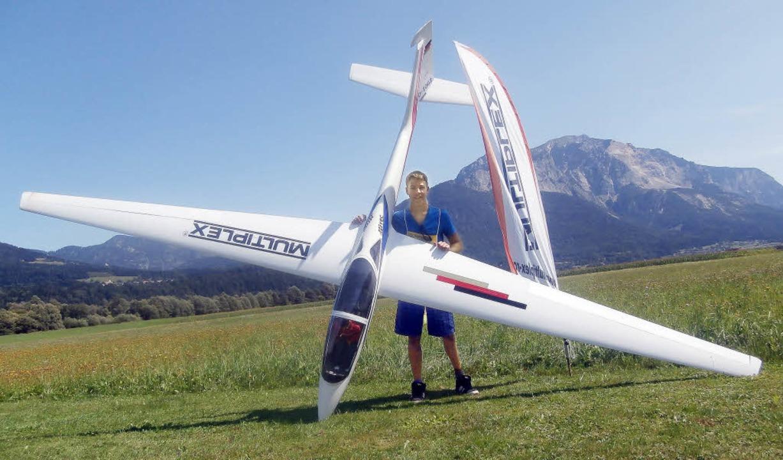 Mit seinem Modellsegelflieger trat Kai...est in Österreich und der Schweiz an.   | Foto: privat