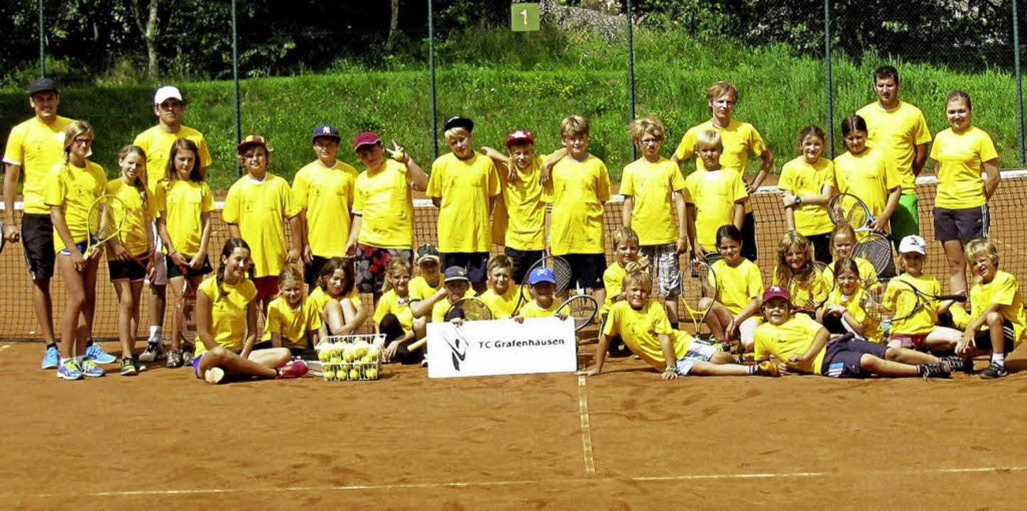 Zum Abschluss versammelten sich alle T...nniscamp-Trikots zu einem Gruppenfoto.  | Foto: Robert Dorner