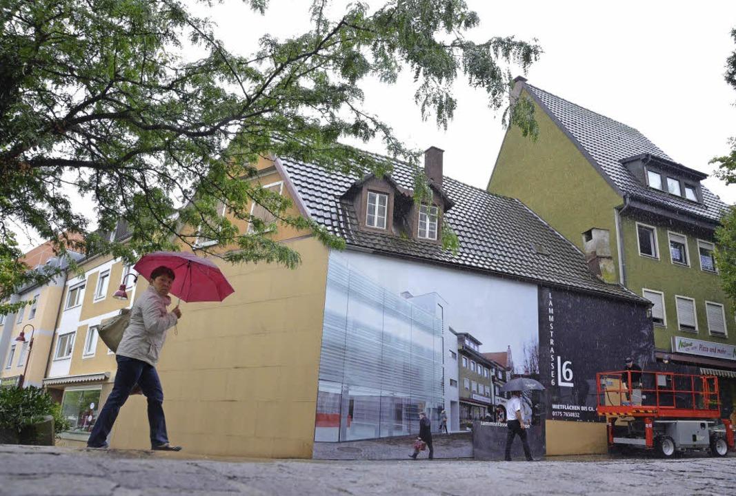 Verhüllter Altbau in der Lammstraße  | Foto: Christian Kramberg