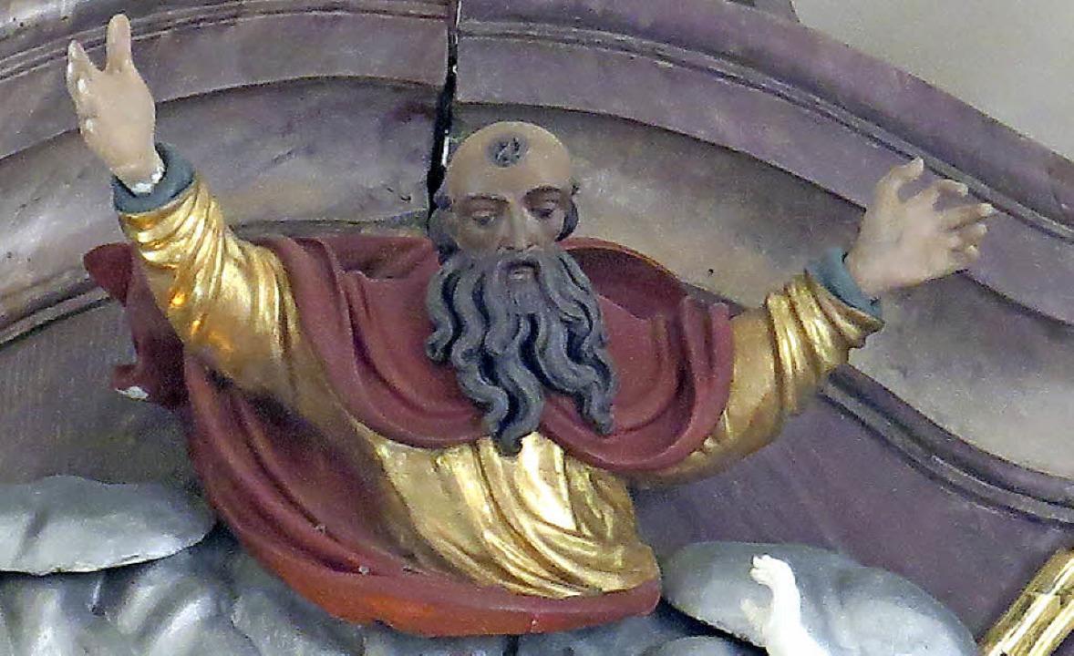 Die Figur des Gott Vaters hat ihre zweite Hand wieder. Ein Wunder?  | Foto: Erhard Morath