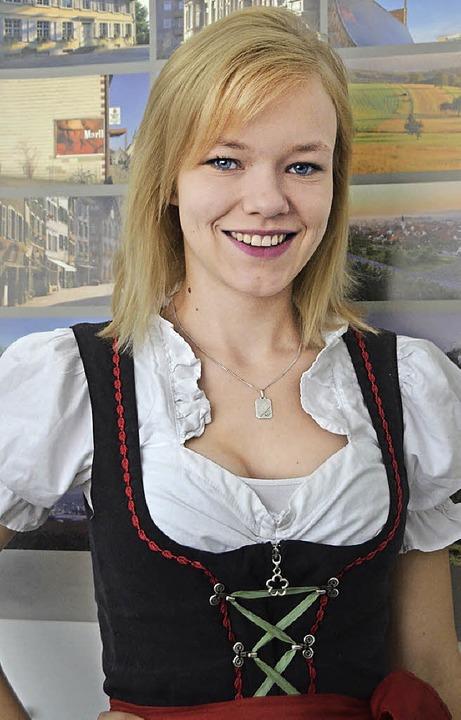 Am Sonntag im Dirndl servieren, auch das macht Lisa Röske Freude.    Foto: Ingrid Böhm-Jacob