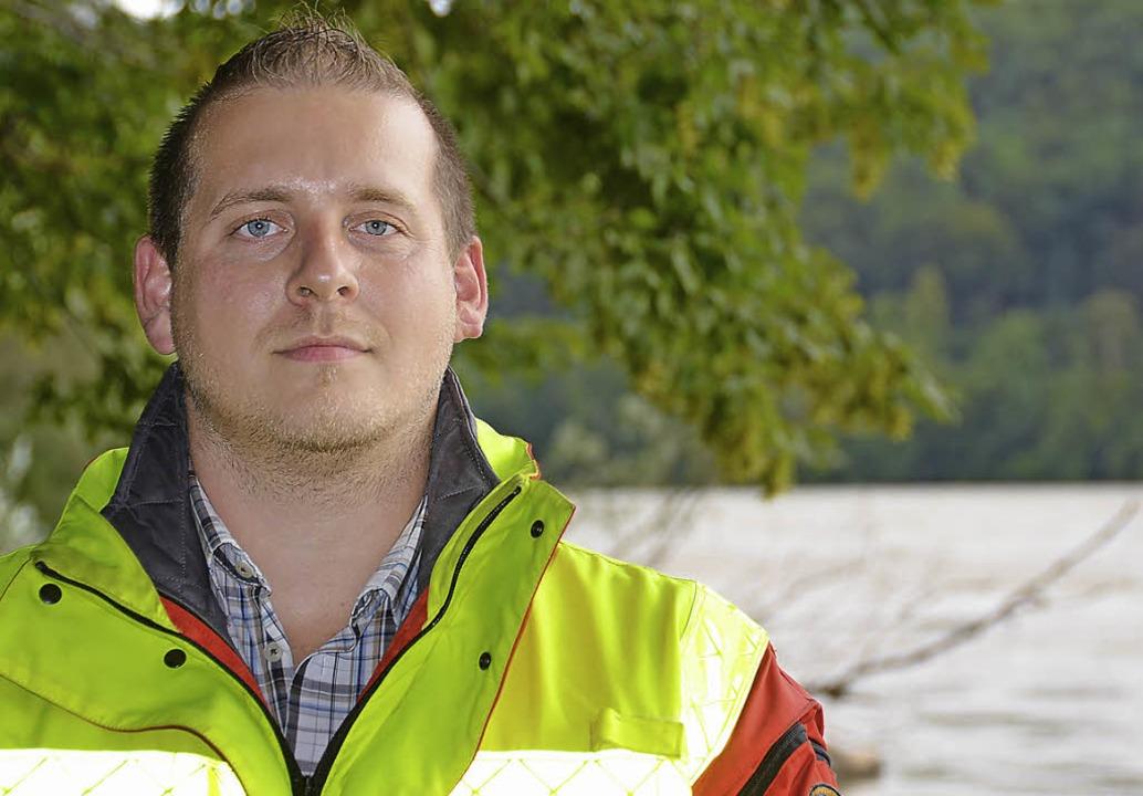 David Lehr rettet Menschen aus der Strömung.     Foto: Bloedner