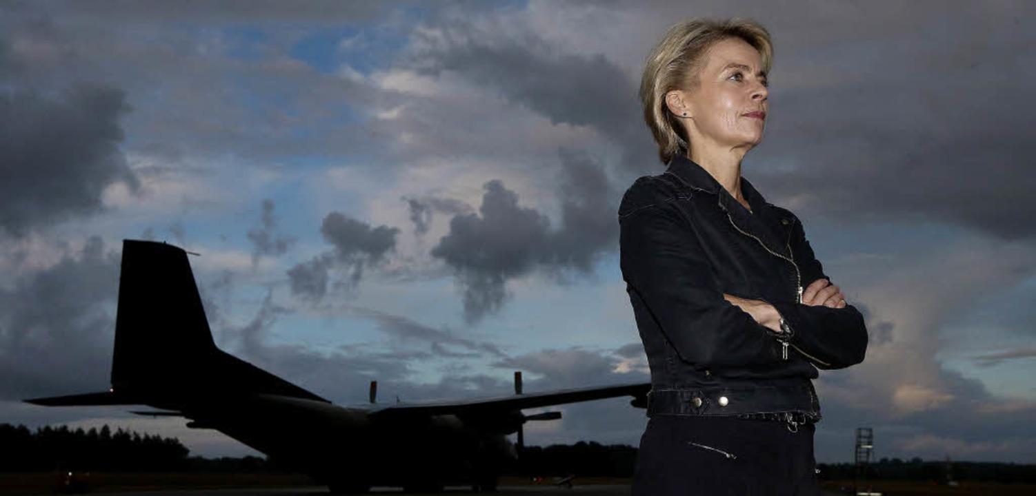 Bundesverteidigungsministerin Ursula v...n dem die ersten Hilfsflüge starteten.  | Foto: dpa