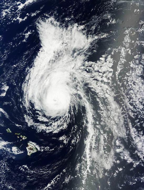 Satellitenbild vom Hurrikan Julio, der Hawaii traf.   | Foto: AFP