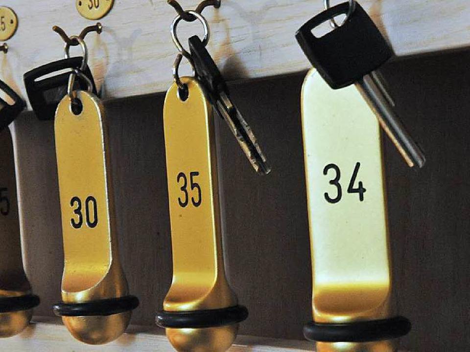 Schlüsselreste an einer Freiburger Hotelrezeption.   | Foto: Bamberger