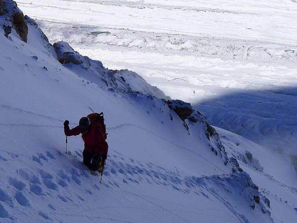 Schwerer Aufstieg: unglaublich steil und tiefer Schnee.    Foto: Felizitas Farrenkopf