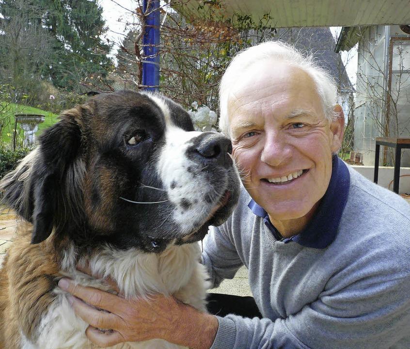 Immanuel Birmelin und sein Hund Balu  | Foto: Gräfe und Unzer Verlag/Vario Images