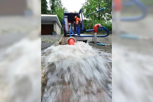 Badenova spült Freiburgs Trinkwasserleitungen durch