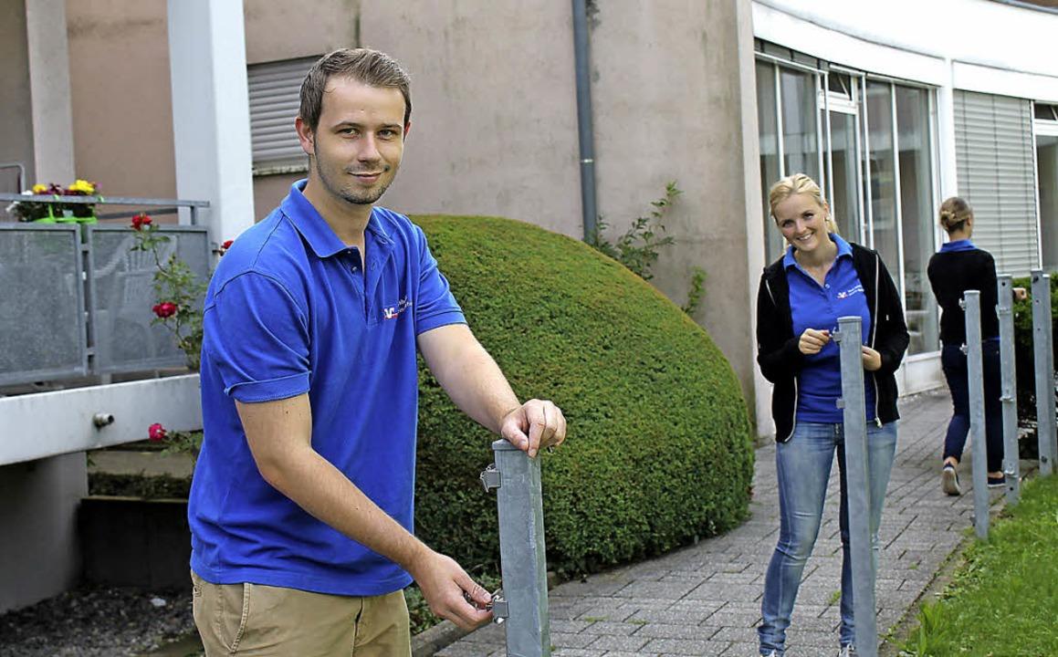 Jan-Niklas Weier und Jana Braun bauen ...Tagespflege und Kindertagesstätte ab.   | Foto: Luisa Koch