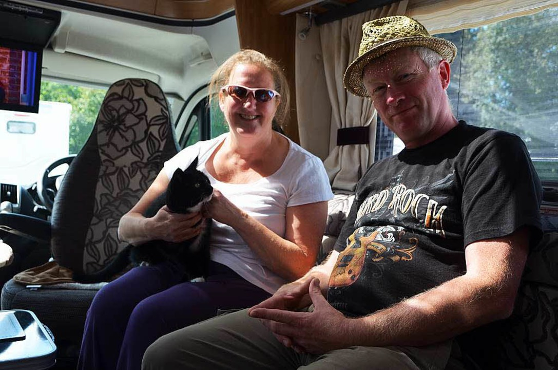 Aly und Bob Cresswell aus Südengland zusammen mit Katze Holly.  | Foto: Martin Herceg