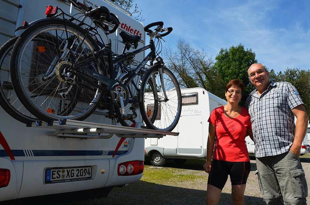 Ulrike und achim Hertle aus Esslingen haben ihre Fahrräder immer mit dabei.  | Foto: Martin Herceg