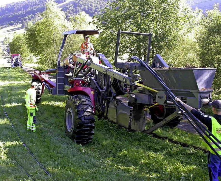 Mit dem Kabelpflug wurde in Bernau ein...e verlegt. Spuren sind kaum zu sehen.   | Foto: Energiedienst