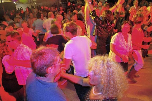 Gäste können das Tanzbein schwingen