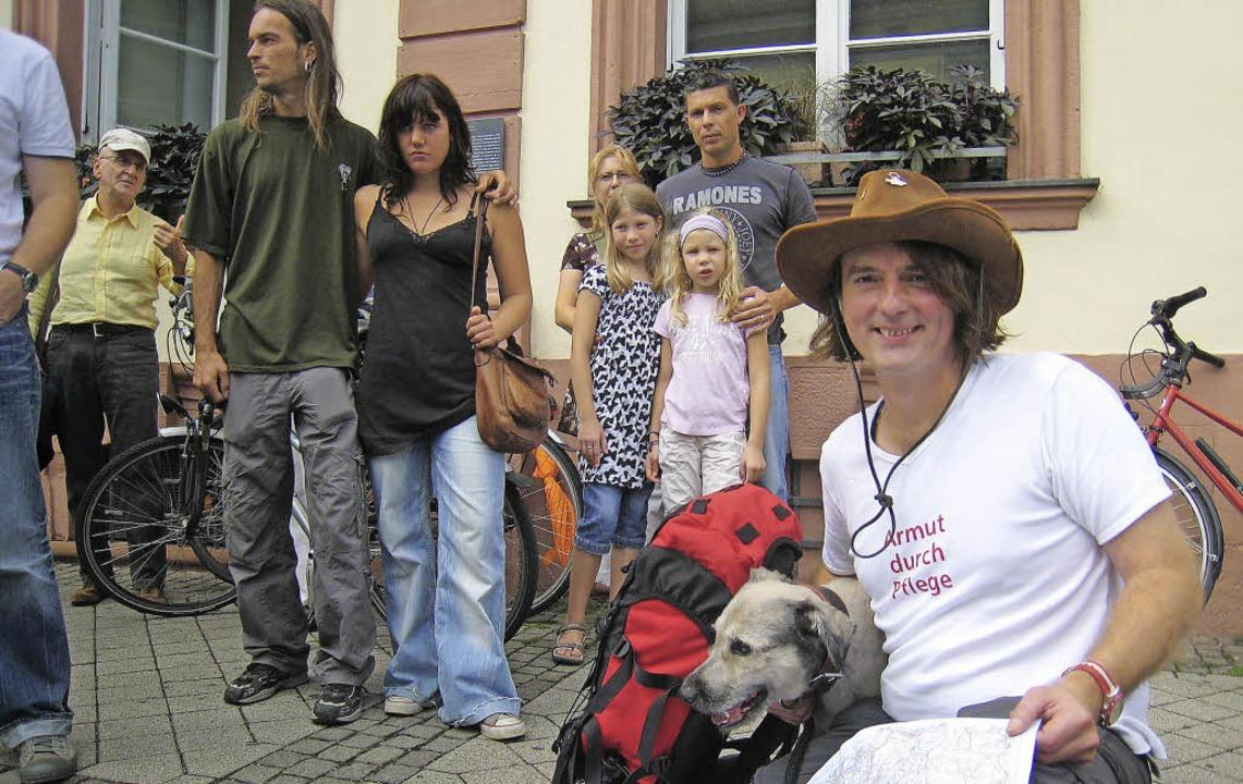 Armut durch Pflege: Stefan Krastel mit... Offenburg vor dem Marsch nach Berlin.  | Foto: Robert Ullmann
