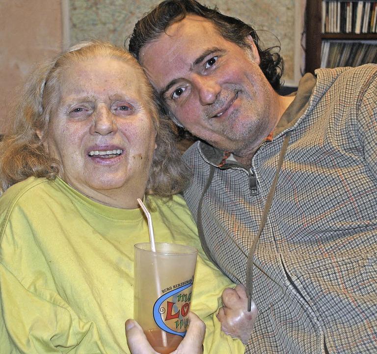 Stefan Krastel pflegt seit 16 Jahren seine Mutter Brunhilde.   | Foto: Fotos: Rob