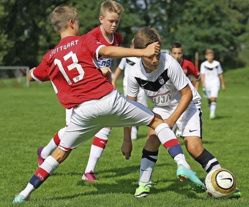 Auch der VfB Stuttgart (rotes Trikots) ist dabei.  | Foto: Archiv: Alexandra Buss