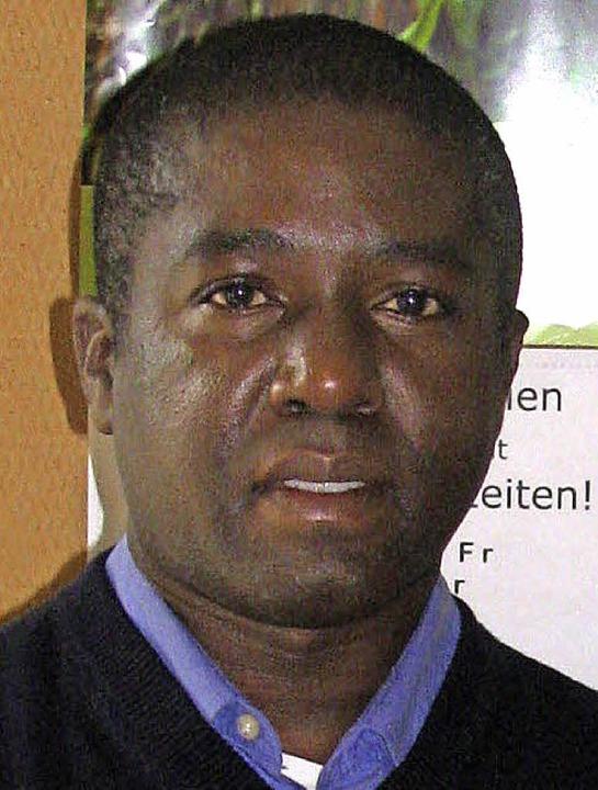 Pfarrer Darius Magunda aus Rugazi   | Foto: Gottstein