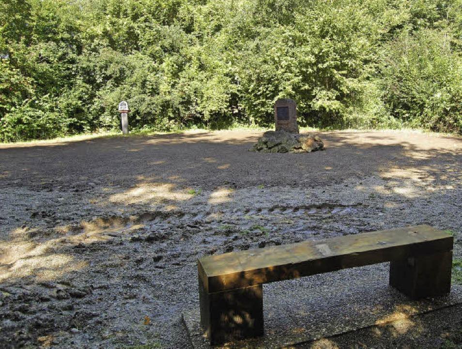 Das Theaterwäldeli heute, von der Geme...der Mitte der Gedenkstein von Stehlin     Foto: Hagen Späth