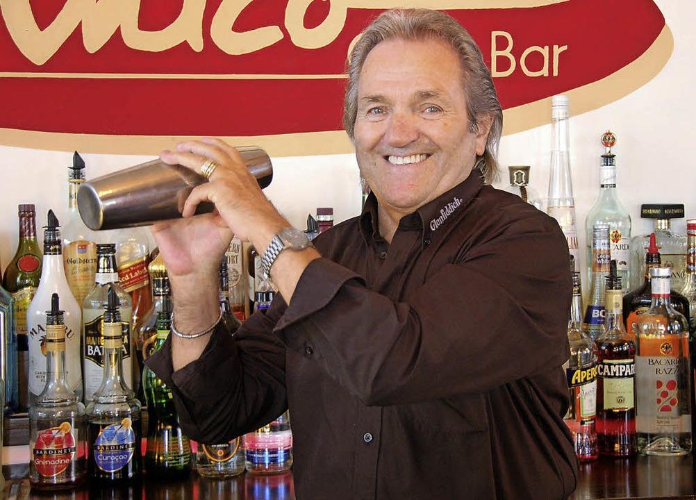 Barkeeper Sigi Späth: Bei der Marine lernte er das Mixen - Offenburg ...
