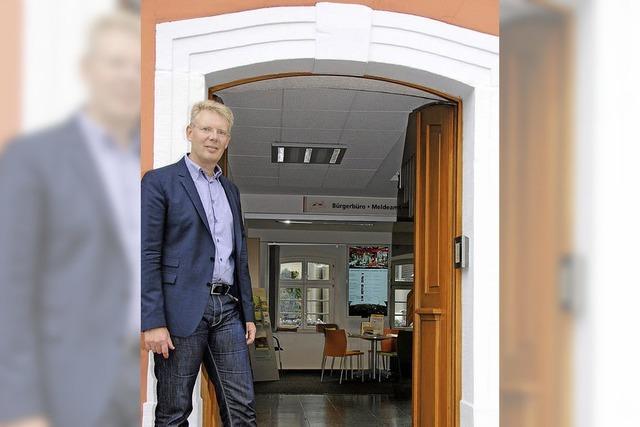 Christian Riesterer lebt sich als Bürgermeister in Gottenheim ein