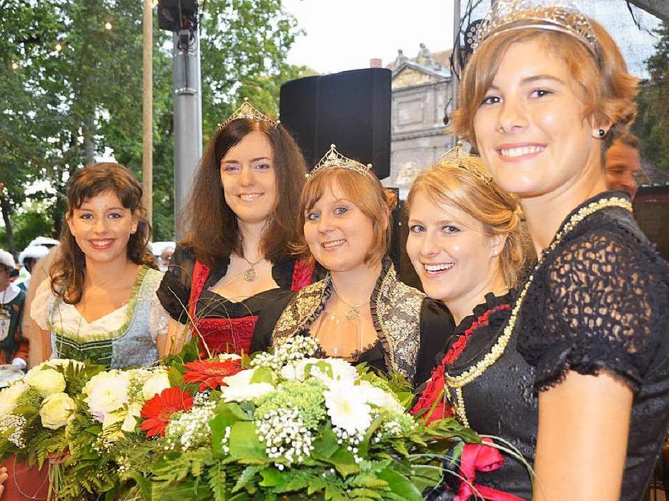 Die Weinhoheiten (von links) Katharina...ssa Zentner und  Josefine Schlumberger  | Foto: Gerold Zink