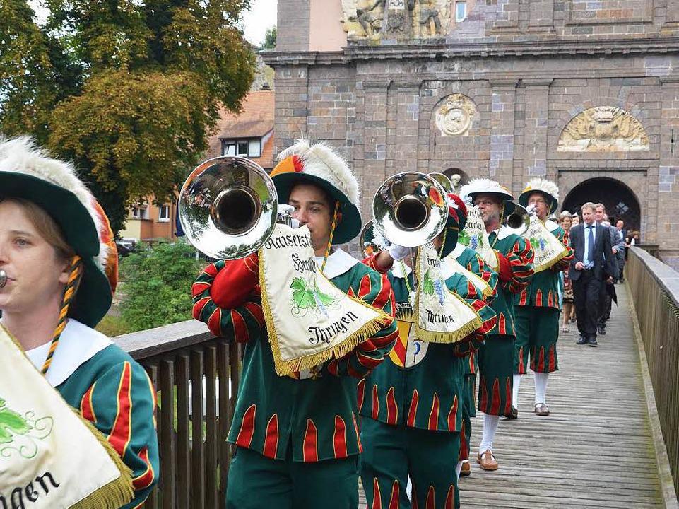 Der Ihringer Fanfarenzug auf dem Weg vom Rheintor zum Festgelände  | Foto: Agnes Pohrt
