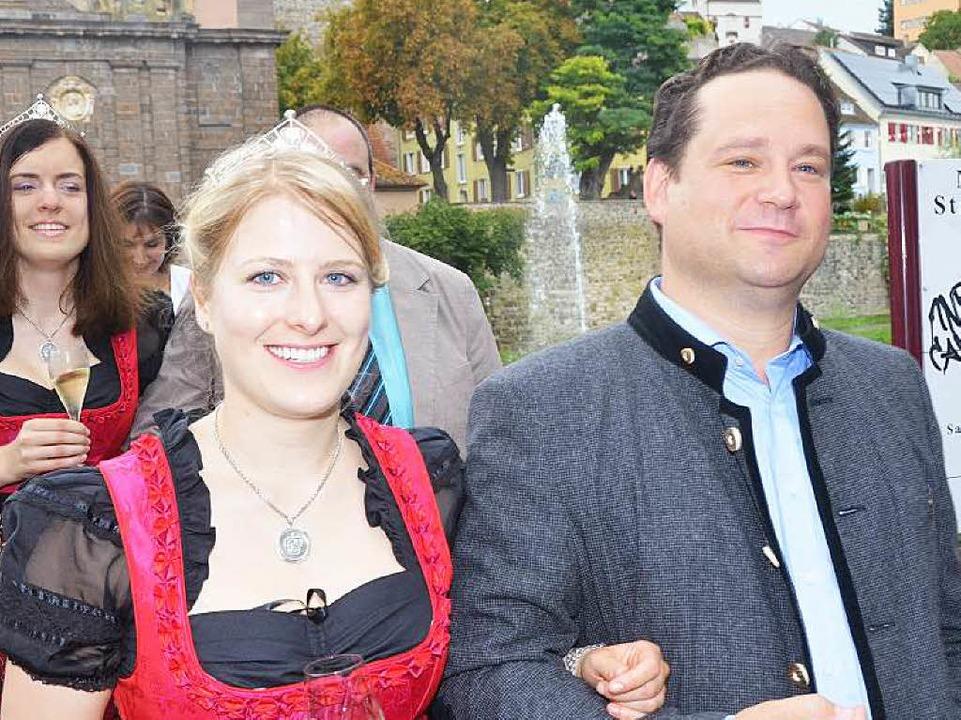 Landwirtschaftsminister Alexander Bond... Badens Weinprinzessin Larissa Zentner  | Foto: Gerold Zink