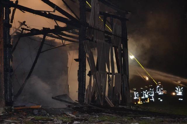Großbrand zerstört Ökonomiegebäude – 6 Lamas gerettet