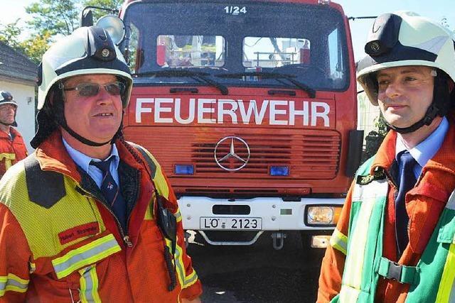 Weiler Feuerwehr verlässt Hochzeit in Galauniform, um brennende Holzbaracke zu löschen