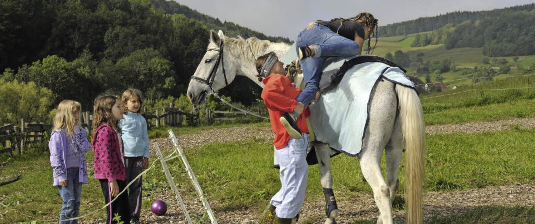Ein erstes Mal auf einem Pferd reiten,...ferienprogramms der Stadt Stühlingen.   | Foto: noe