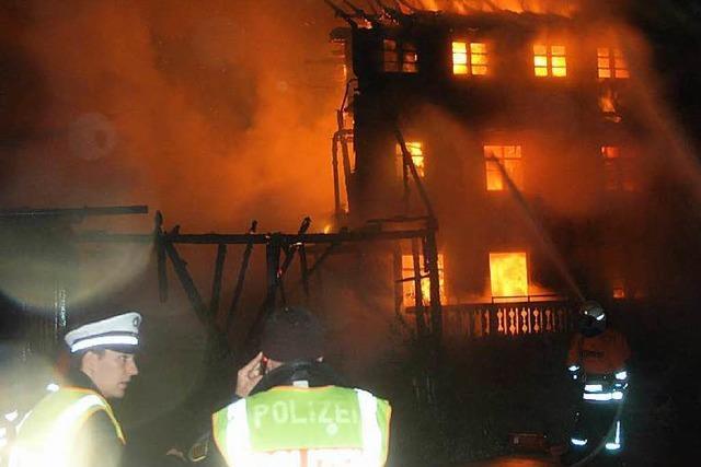 Feuer zerstört ein Bauernhaus in Menzenschwand – Bewohner können sich retten