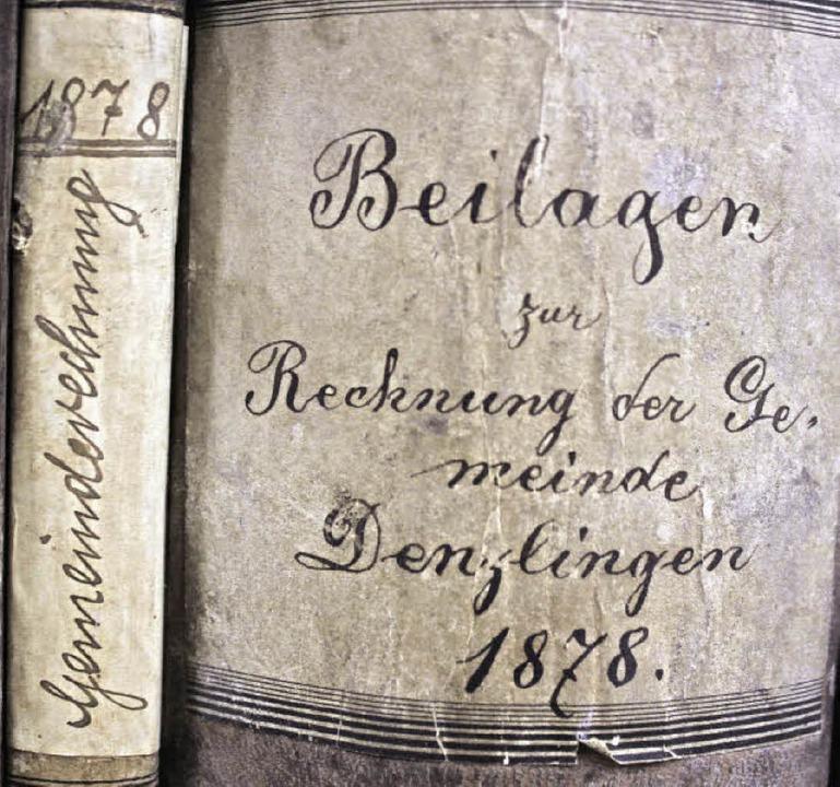 Dieter Ohmberger (oben) im Archiv im D...nungen, die er mit Adi Lapp  erfasst.   | Foto: Lara Walter