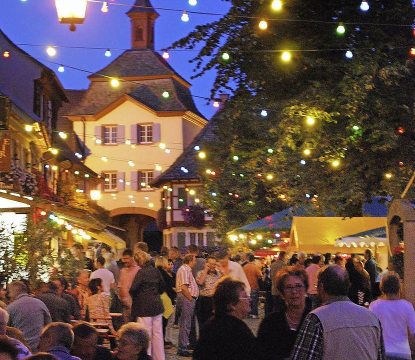 Die Burkheimer Mittelstadt verwandelt ... bei den Weintagen in eine Festmeile.     Foto: Benjamin Bohn
