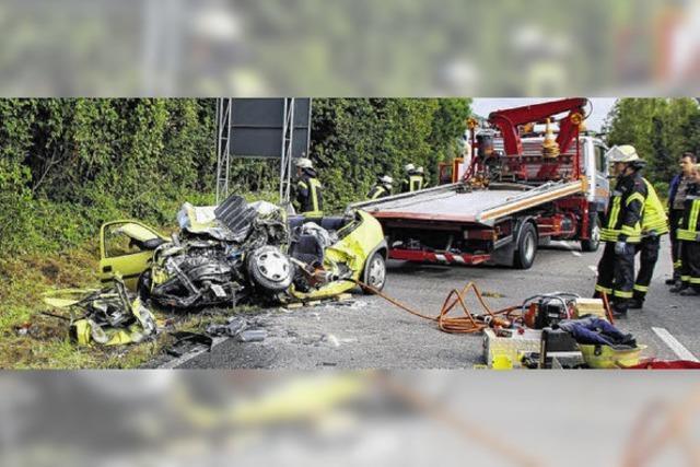 Zwei junge Männer sterben bei Unfall
