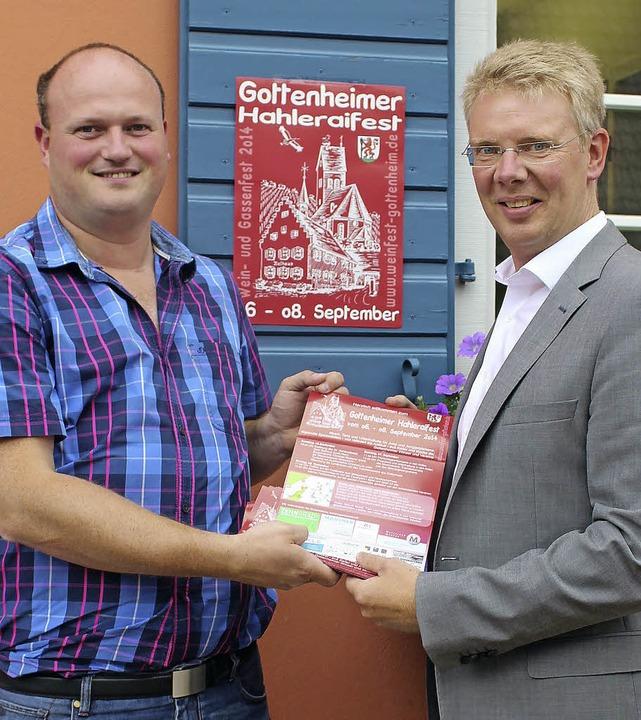Organisator Clemens Zeissler (links) v...das Dorf- und Weinfest in Gottenheim.   | Foto: Mario Schöneberg