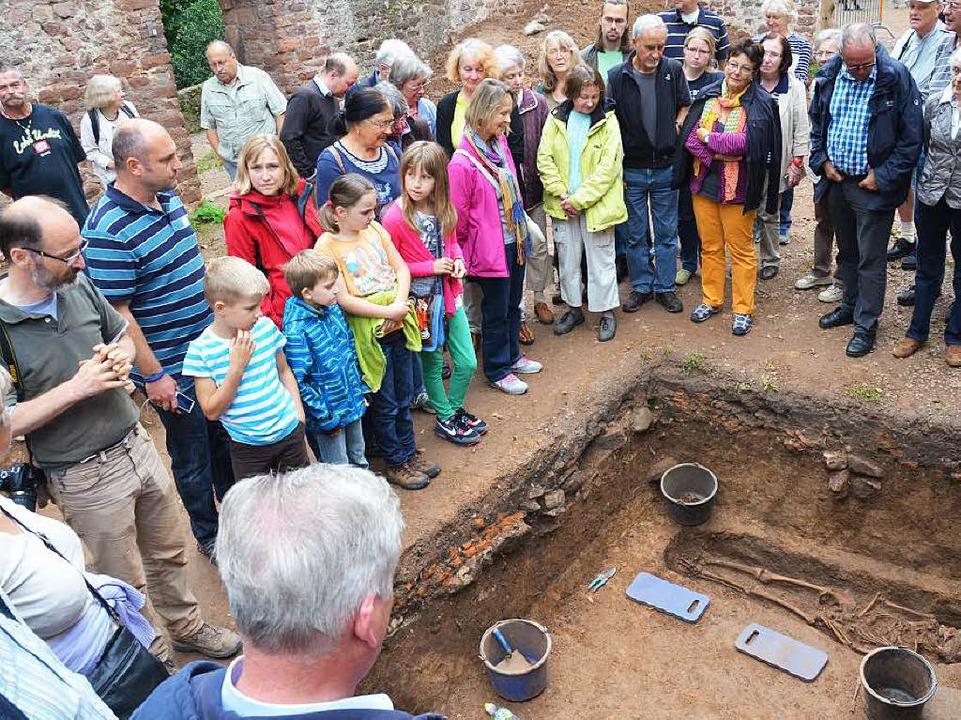 Grabungen bei der St. Severinkapelle  ...rde als die Toten im Umfeld der Ruine.  | Foto: Max Schuler