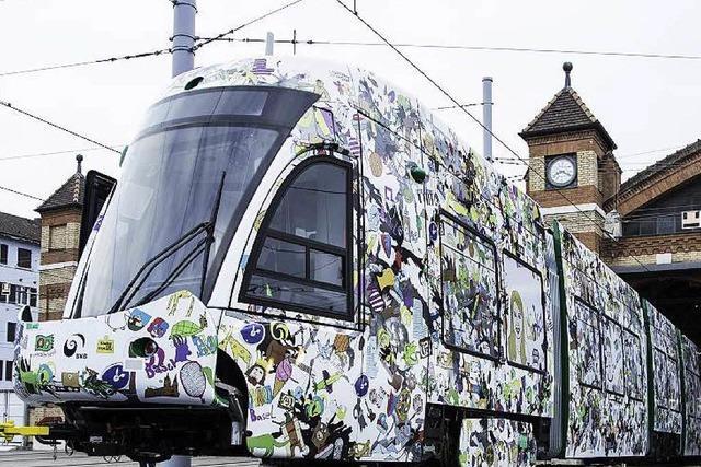 Neue Basler Straßenbahn auf Testfahrt – im Tarnkleid