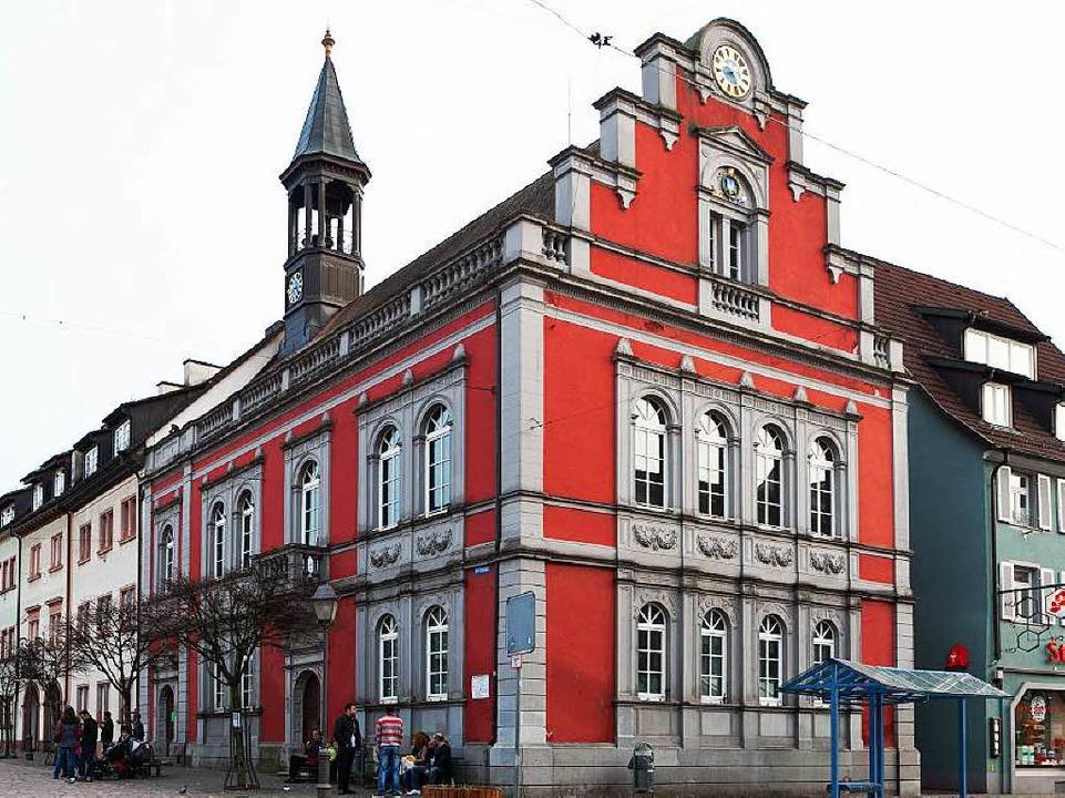 Die Rathausfassade des älteren Teil de...her Rathauses ist sanierungsbedürftig.    Foto: Photographer: Gabriele Zahn