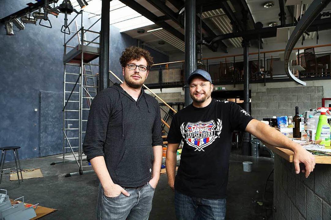 Michael Ivan (links) und Tobias Herzog...ls Pächter den Schlachthof übernommen.  | Foto: Christoph Breithaupt, Christoph Breithaupt