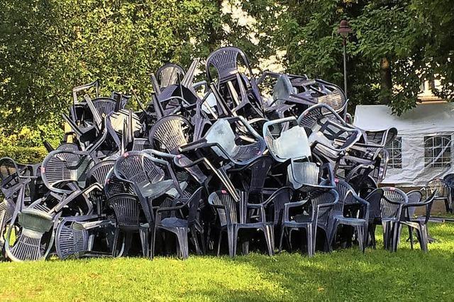 Kabel geklaut und Stühle aufgetürmt