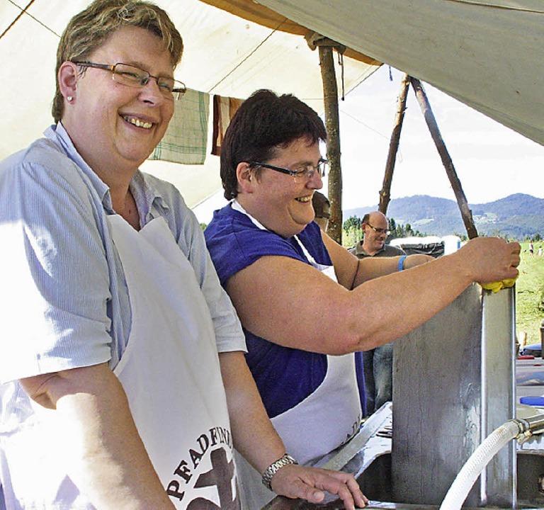 Während die wahren Heldinnen der Zelts...tadt zählte  die Bar namens Schütte.    | Foto: Jörn Kerckhoff