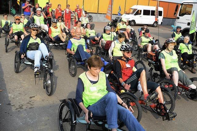 40 Menschen mit Multipler Sklerose fahren in und um Freiburg Liegedreirad