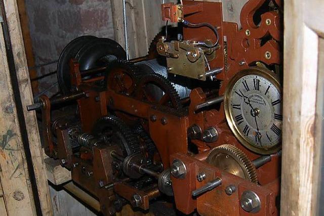 Die mechanische Kirchturmuhr in Kürzell tickt wieder richtig