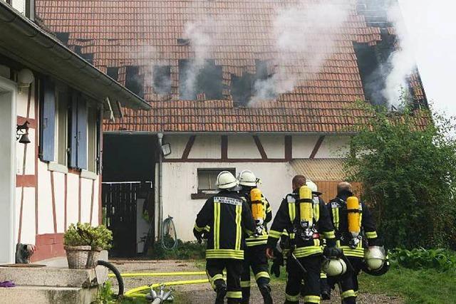 Wieder brennt eine Scheune im Ried – Polizei prüft Zusammenhang zu Brandstifterserie