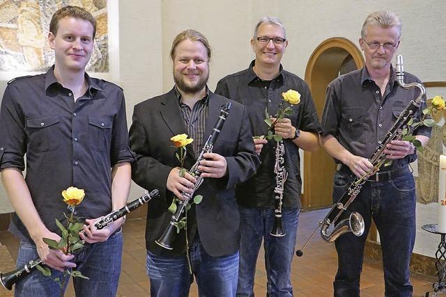Saxophon und Klarinette geben den Ton an