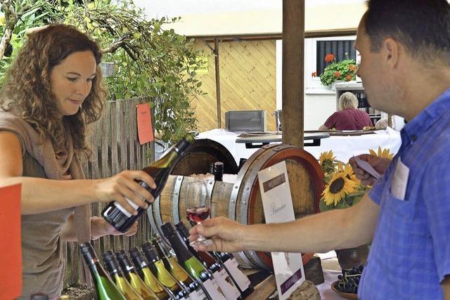 Weinmarkt im malerischen Dorfkern