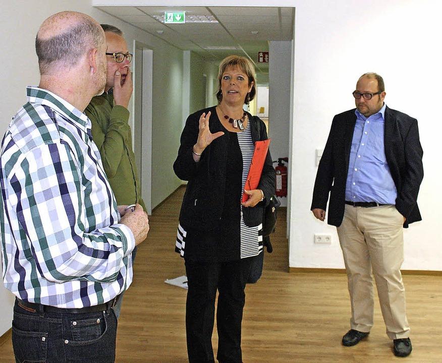 Beeindruckt vom neuen Heim zeigte sich...agel und Dennis Rahneberg (von links).  | Foto: theo weber