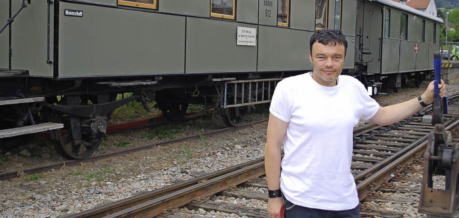 Trotz Behinderung ist Peter Leinenbach...er Mitarbeiter bei der Kandertalbahn.   | Foto: Thomas Mink