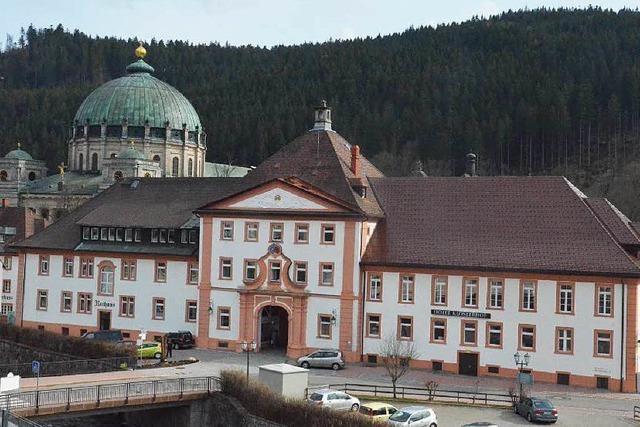 Klosterhof und Rathaus bleiben in städtischer Hand